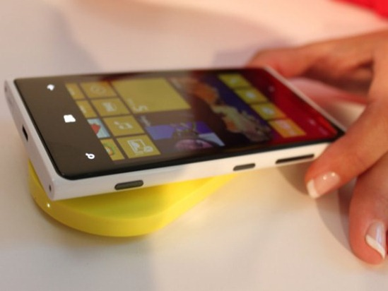 heres-the-wireless-charging-pad-just-leave-the-lumia-on-top-and-itll-start-charging